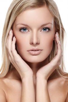 Restaurer le volume du visage avec des injections d'acide hyaluronique